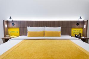 A bed or beds in a room at Libre Hotel, BW Signature Collection by Best Western