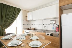 A kitchen or kitchenette at Emin Residence