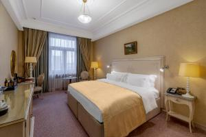 A bed or beds in a room at Radisson Collection Hotel Moscow