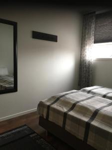 A bed or beds in a room at Overnatting Vadsø sentrum