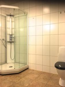 A bathroom at Overnatting Vadsø sentrum