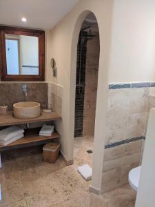 Salle de bains dans l'établissement Hôtel Licetto
