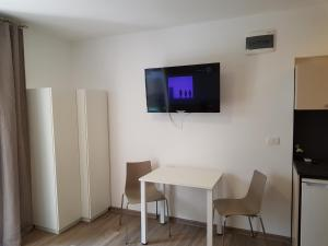 A television and/or entertainment centre at Beachfront Studio Palma