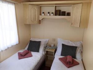 A bed or beds in a room at Ubytování u Okoře