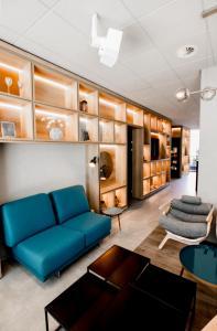 Ein Sitzbereich in der Unterkunft ibis budget Lugano Paradiso