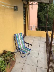 A balcony or terrace at Apê completo com suíte, sacada e garagem fechada