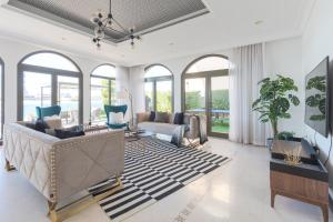 A seating area at Stella Stays Palm Jumeirah Exceptional Beach Villa & Private Pool