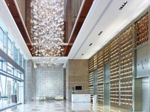 The lobby or reception area at Langham Place Guangzhou