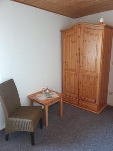 Ein Sitzbereich in der Unterkunft Saloon Halfenhof Ramersbach