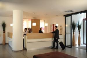 The lobby or reception area at Mercure Hotel Erfurt Altstadt