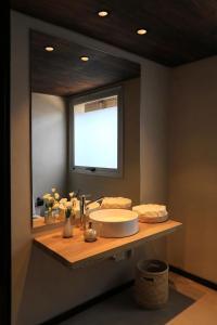 A bathroom at Lodge Rocas Del Plata