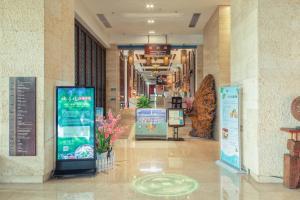 Лобби или стойка регистрации в Grand Metro Park Bay Hotel Sanya