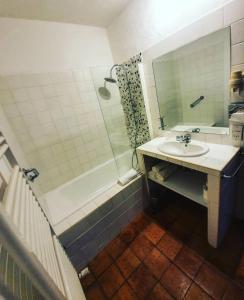 Salle de bains dans l'établissement LE MAS DE FANNY