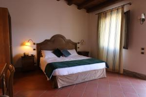 A bed or beds in a room at Hotel Villa Lampedusa