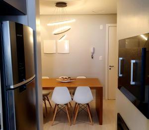 A bathroom at Lindo apartamento no centro de Canela - insta ap304canela
