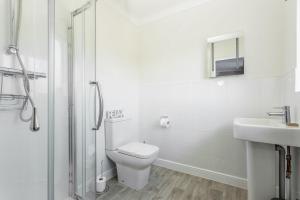 A bathroom at Sanderling