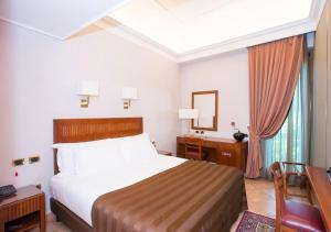A bed or beds in a room at Hotel Forum