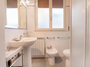 A bathroom at Locazione Turistica La casa della ceramista