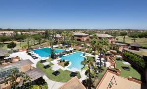 Vista de la piscina de DoubleTree by Hilton Islantilla Beach Golf Resort o alrededores