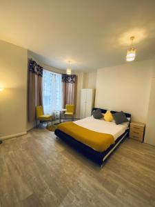 Letto o letti in una camera di St. George's Apartments