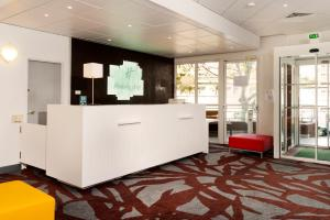 The lobby or reception area at Holiday Inn Toulon City Centre