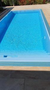 Der Swimmingpool an oder in der Nähe von Avalon Apartments