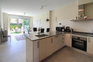 A kitchen or kitchenette at TORREVIEJA VACATION HOME VARUDi