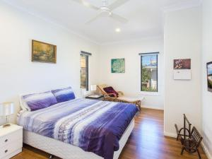 A bed or beds in a room at 18 Cliff Road