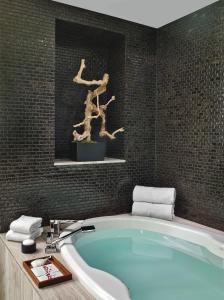 A bathroom at Caesars Palace Hotel & Casino