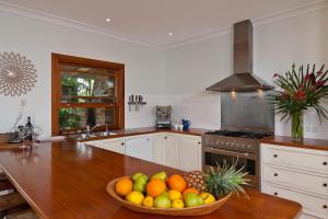 A kitchen or kitchenette at Cedia at Byron Bay Hinterland