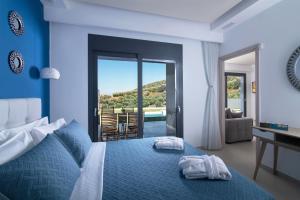 Ένα ή περισσότερα κρεβάτια σε δωμάτιο στο Chrisanthi Villas