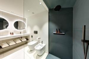 A bathroom at LUGANODANTE - New Look 2020
