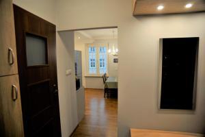 TV a/nebo společenská místnost v ubytování Długa Street Apartament