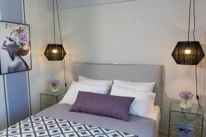 A bed or beds in a room at Jasmine - Apartment in Kalamata