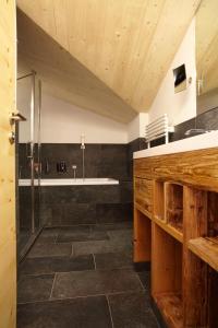 Ein Badezimmer in der Unterkunft Hotel am Römerweg