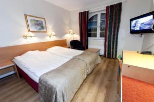 Säng eller sängar i ett rum på Rasta Mariestad
