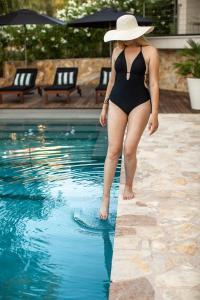 The swimming pool at or close to Tara's Lodge Hotel