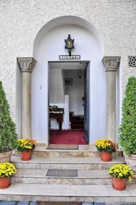 Fațada sau intrarea în Casa Cranta