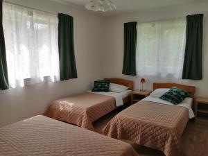 Postel nebo postele na pokoji v ubytování Apartments Jure