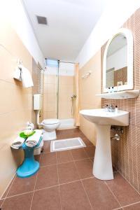 Salle de bains dans l'établissement Potamaki Beach Hotel