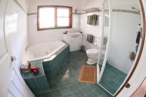 A bathroom at Arcadian Retreat