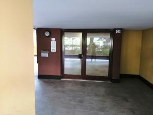 Vista de la piscina de Elle Apartaments Muradei 33 o alrededores