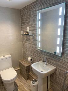 A bathroom at The Wheatsheaf Inn