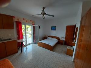 Un pat sau paturi într-o cameră la Apocalypsis