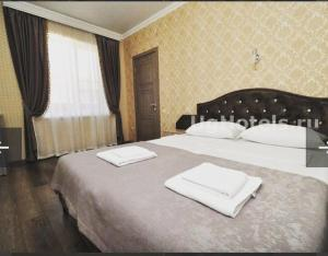 A bed or beds in a room at Пальма Витязево