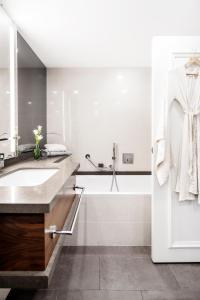 A bathroom at David InterContinental Tel Aviv
