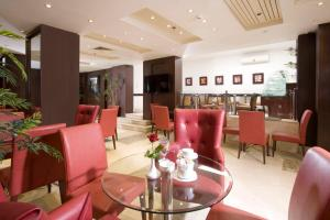 A restaurant or other place to eat at Golden Park Hotel Cairo, Heliopolis