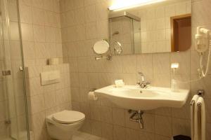 A bathroom at Hotel Goldinger