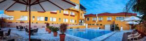 A piscina localizada em Hotel Garfo de Ouro ou nos arredores
