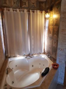 Um banheiro em Pousada Canto do Sabiá